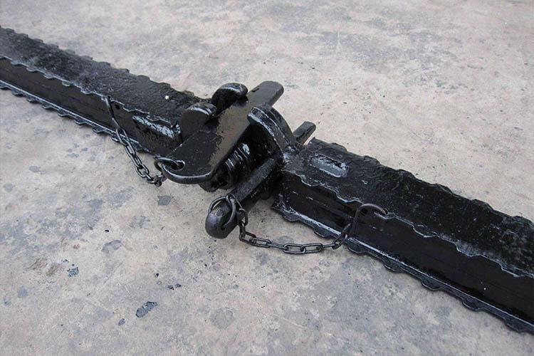铰接顶梁是煤矿巷道中常用的支护顶梁,其长度比较短,带有铰接连接头
