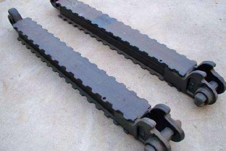 金属顶梁是一种铰接式的顶梁,可与各种类型单体金属支柱配合组成金属支架